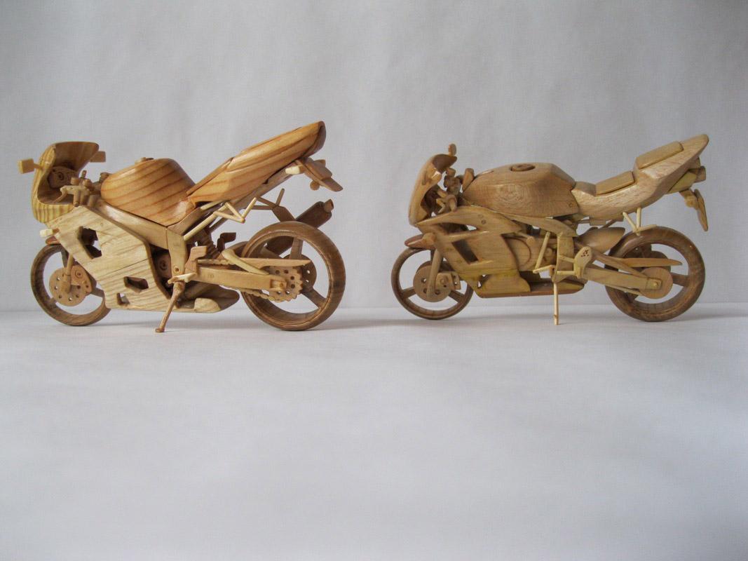 Un-ucrainean-creeaza-motociclete-din-lemn-in-miniatura_002