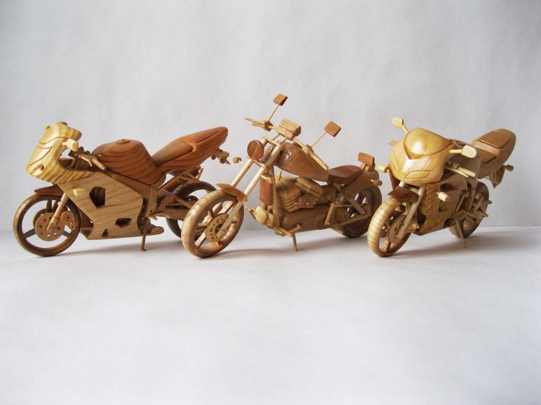 Un-ucrainean-creeaza-motociclete-din-lemn-in-miniatura_010