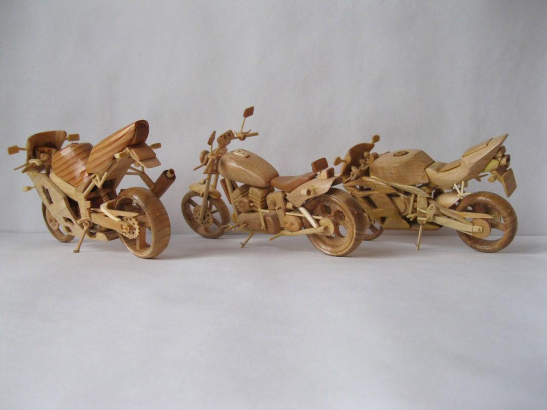 Un-ucrainean-creeaza-motociclete-din-lemn-in-miniatura_012
