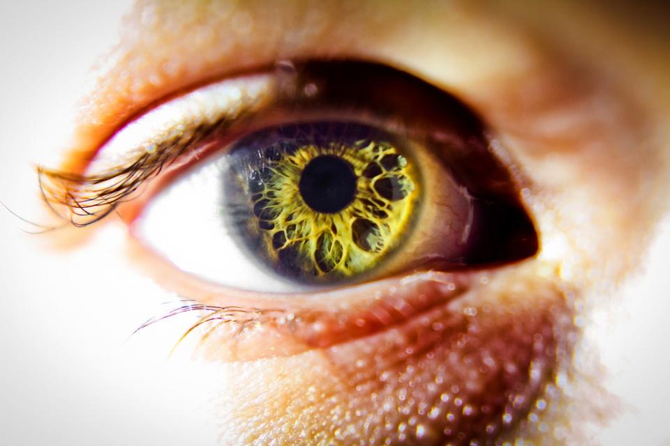 Poza-Zilei-21-Ochii-sunt-fereastra-sufletului-zuf.ro_