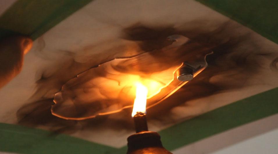 Artistul Steven Spazuk picteaza cu focul